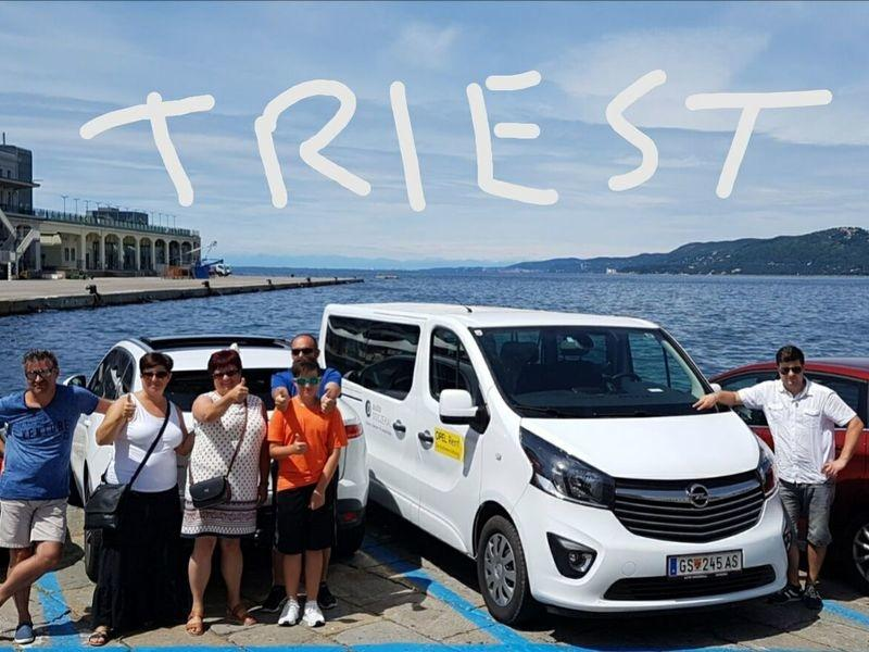 """Familie Horvath auf dem Heimweg vom Kroatien-Urlaub mit Zwischenstopp. Renate Horvath schreibt: """"Grüsse aus..."""""""