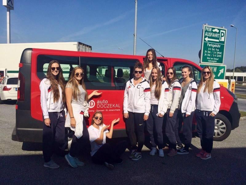 Die VCS Foxes mit einem Leihwagen Opel Vivaro 9-Sitzer Bus von auto Doczekal auf dem Weg nach Eisenerz!