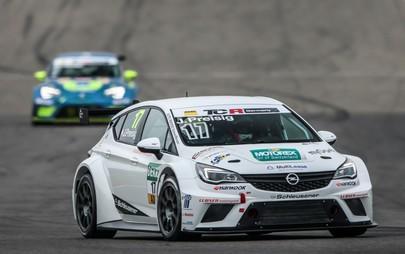 Start frei für die zweite Saison des Opel Astra TCR