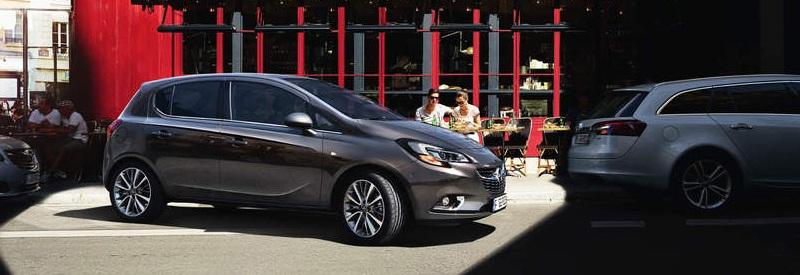 Opel Corsa mit automatischem Parkassistenten